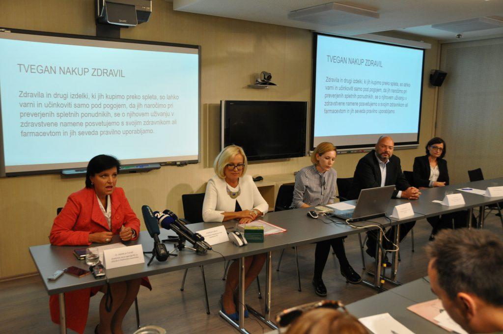 Fotografija z novinarske konference