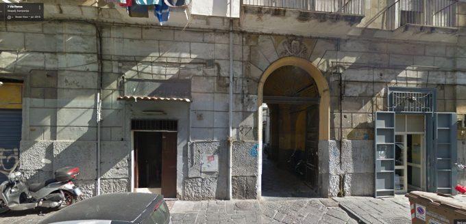 Kaj razkriva Google Maps na naslovu v Neaplju?