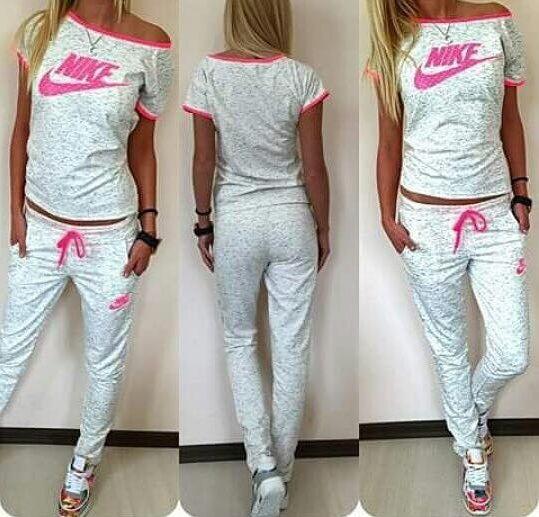 """Slika, ki prikazuje žensko v ponarejenih oblačilih """"Nike"""""""